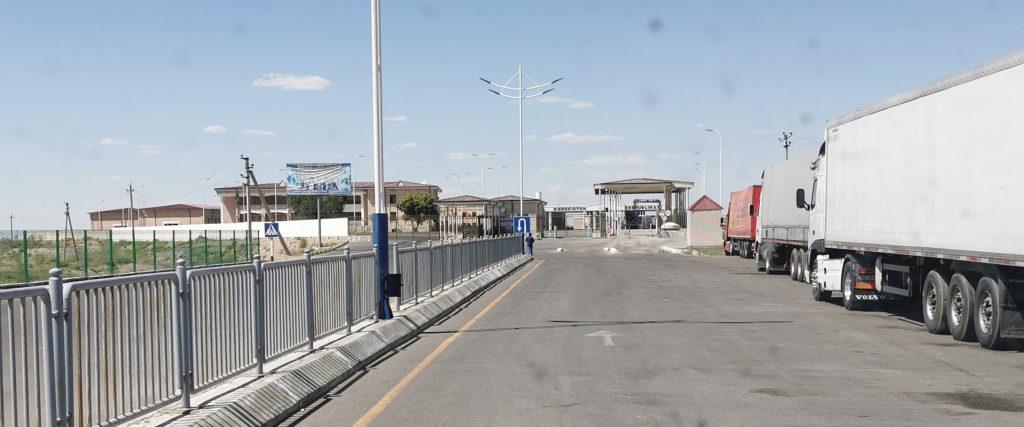 Le passage de la frontière Ouzbène en camping-car